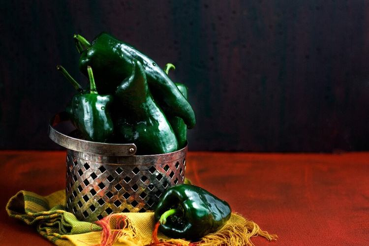 How to Roast Poblano Peppers Over an Open Flame   #poblanopeppers #howtocook #chilies
