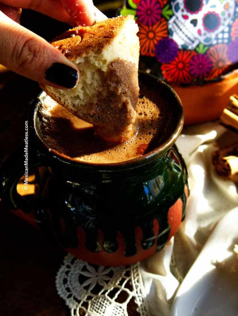How To Make Mexican Hot Chocolate by @MexicanMadeMeatless | #vegan #dairyfree #spikedchocolate #kahlua