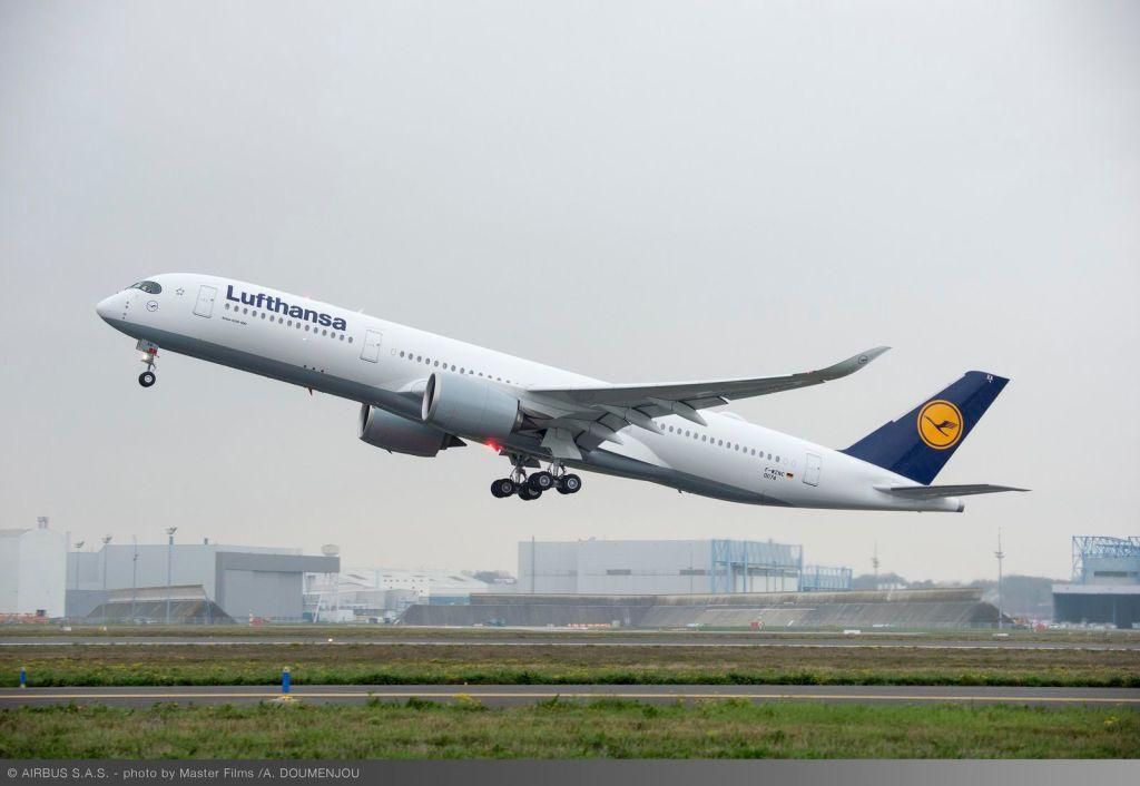 1600x1200_1480426684_A350_XWB_Lufthansa_first_flight_-_take_off