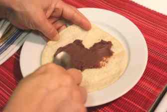 Cachetadas tacos de Tampico, unta los frijoles