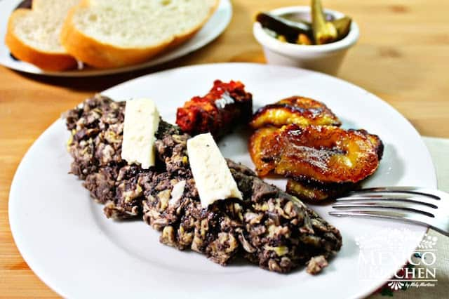 Veracruz style scrambled eggs with black beans   5