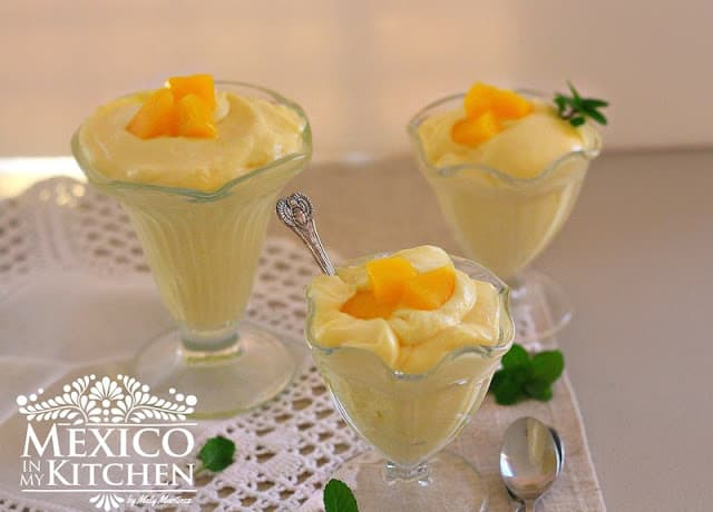 Quick Mango Mousse recipe, only 4 ingredients and in 5 minutes.