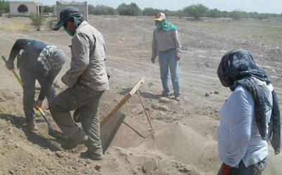 Sifting for bone fragments in Coahuila.