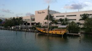 Cancun atardecer en yate