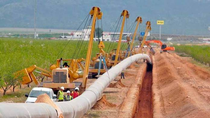 Trump autoriza ducto para exportar petróleo de Texas a México