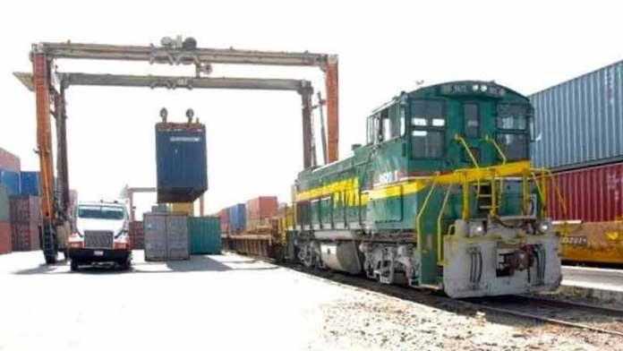Aduanas extiende horario por bloqueo en vías de Michoacán