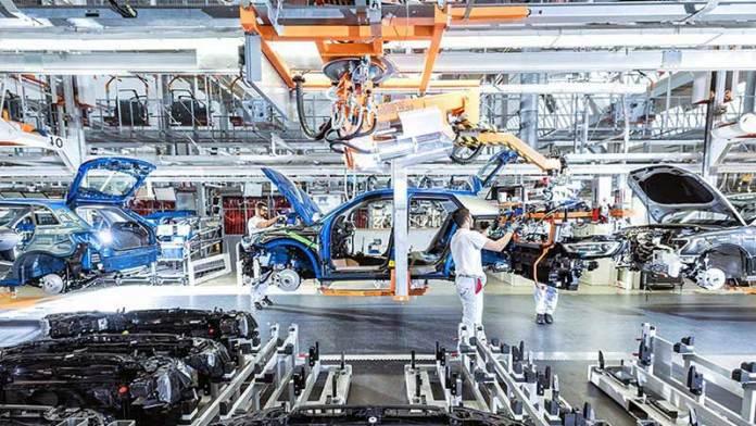 Industria automotriz mexicana es salvada gracias a fuertes compras en EE.UU