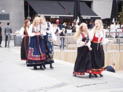 girls singing the national hymn