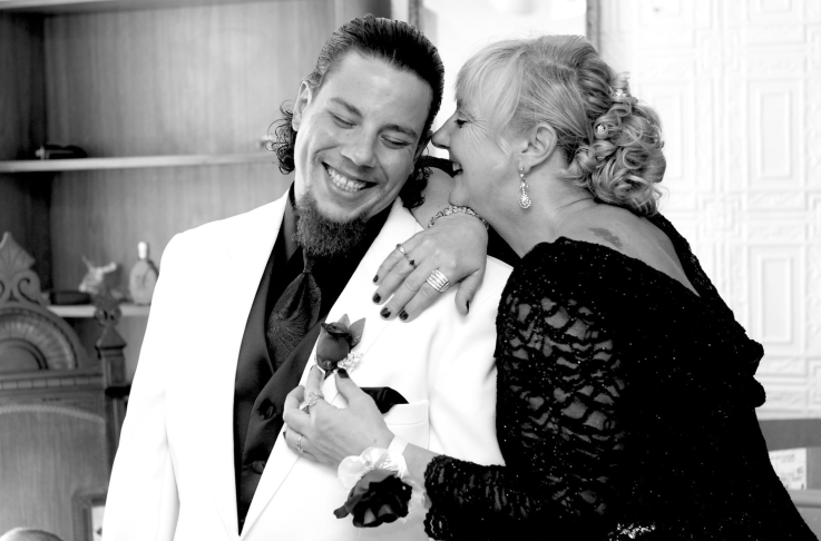 black and white mother of groom photo