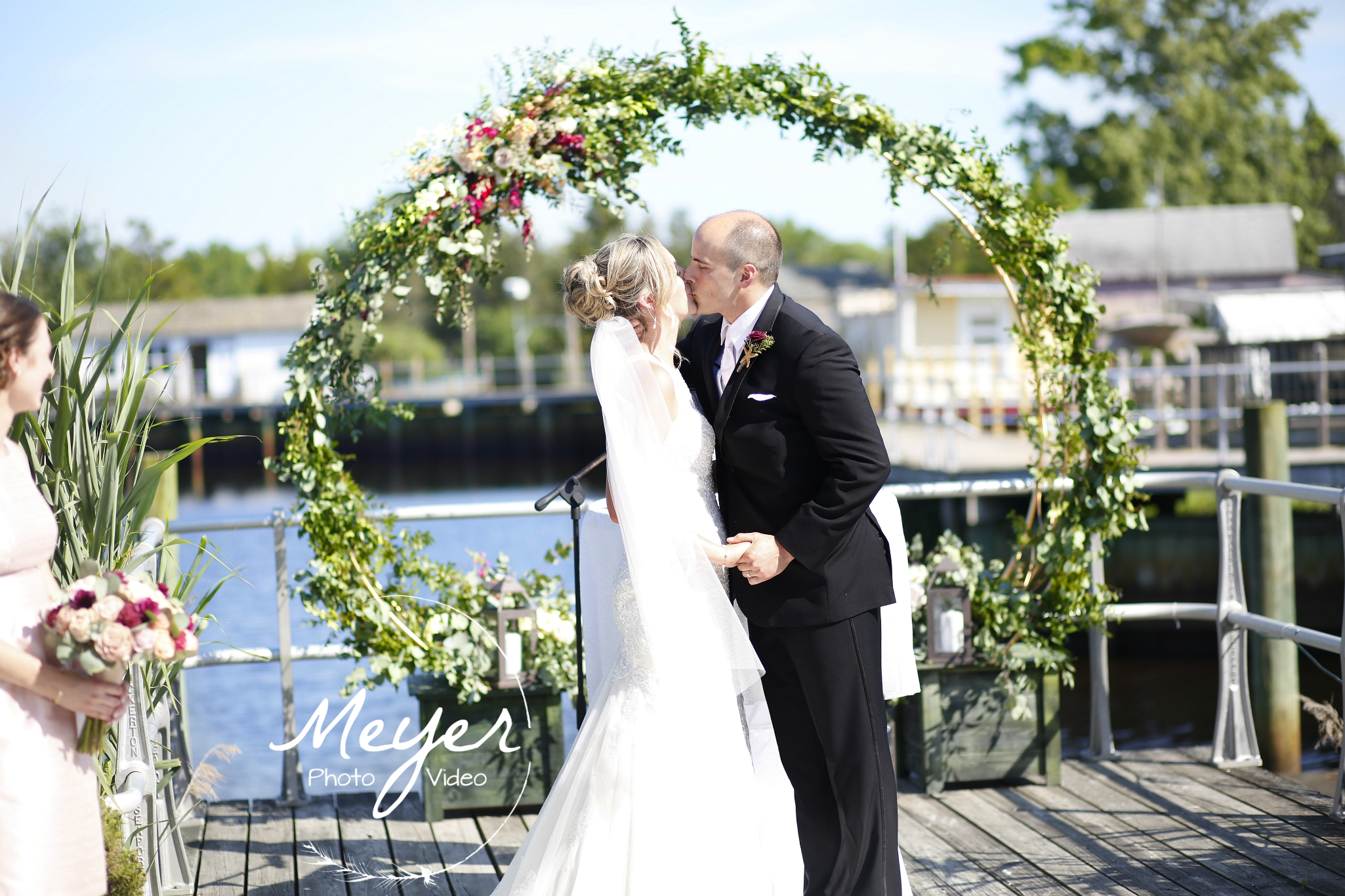 wedding kiss under arch tuckerton nj