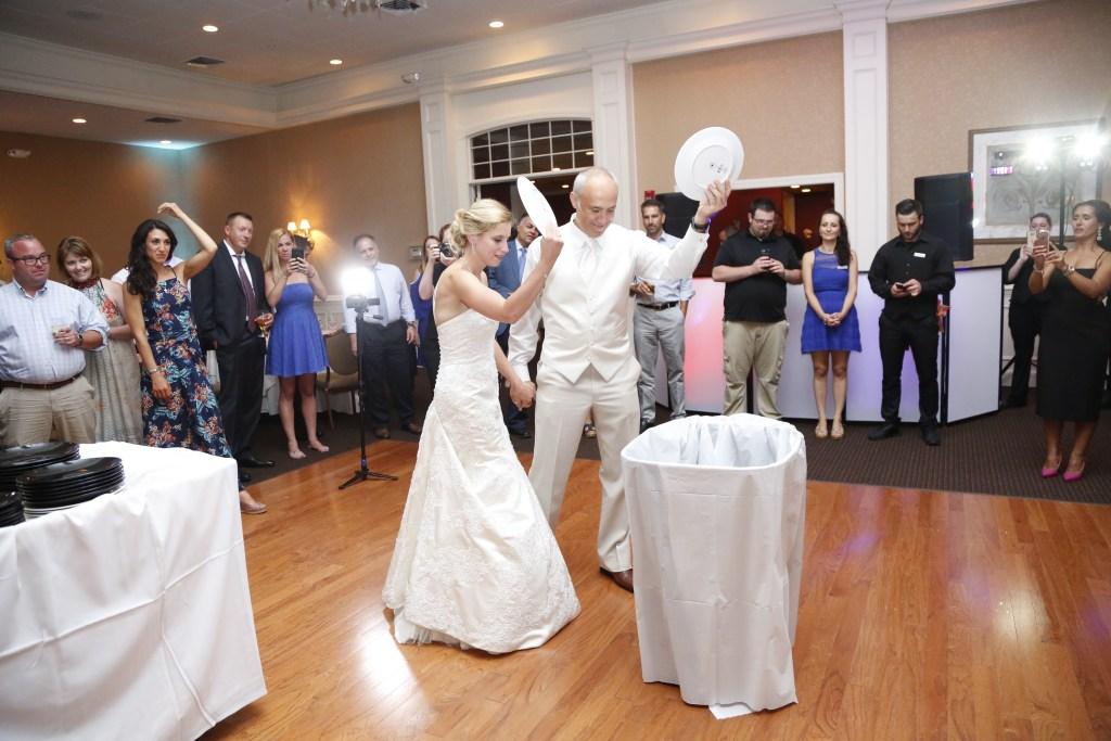 greek wedding plate smashing