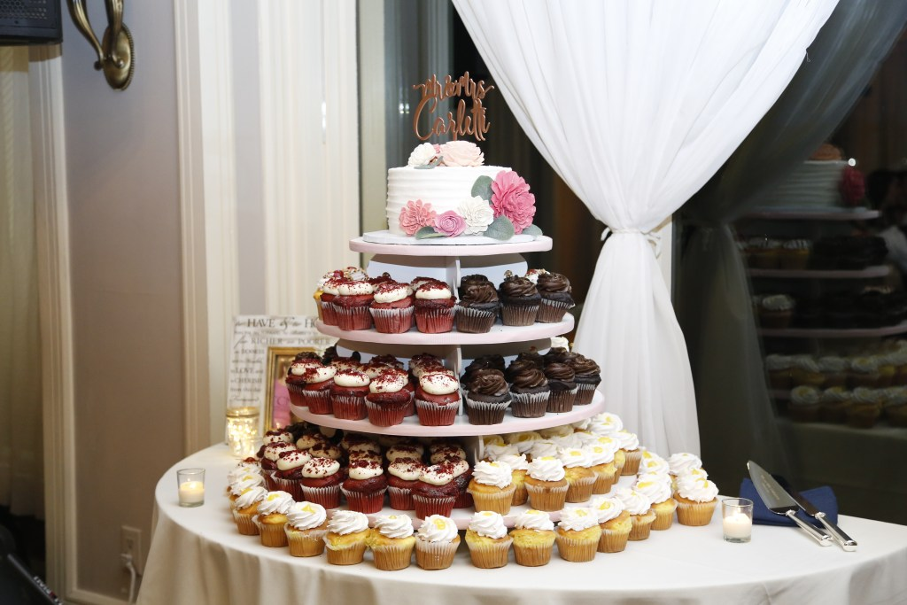 cupcakes at wedding in 2019