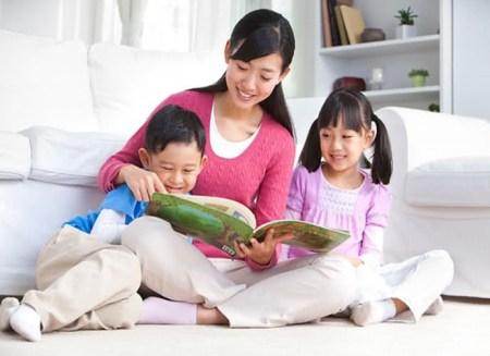 Cho con đọc truyện cổ tích là một cách giáo dục con tuyệt vời của người Nhật.