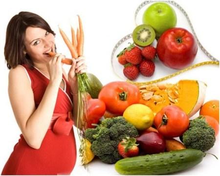 mẹ bầu Bổ sung trái cây và rau xanh giúp bé thông minh