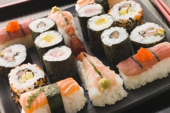Không nên ăn sushi và những thực phẩm sống khi mang thai