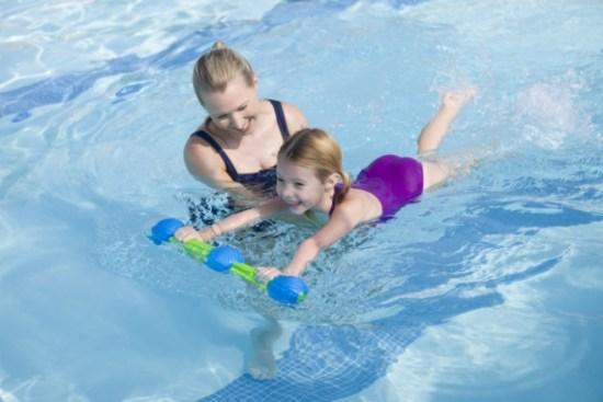 Bơi lội là môn thể thao giúp trẻ tăng chiều cao nhanh nhất