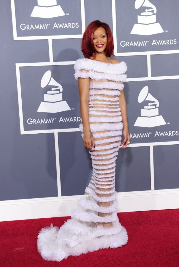 rihanna-grammy-awards-686x1024