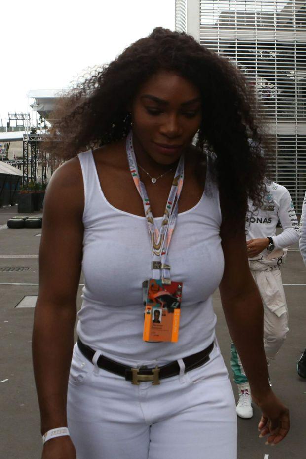serena-williams-at-mexican-grand-prix-race.jpg