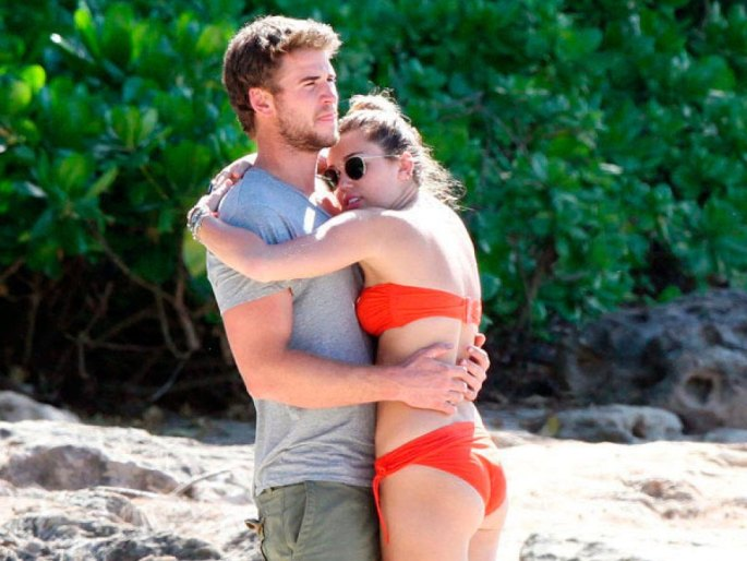 Cyris and Hemsworth 1.jpg