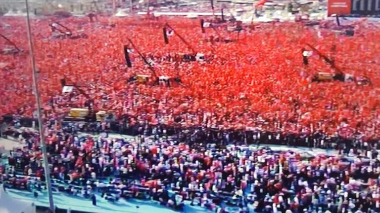 DEMOKRASİ BAHANE,ŞÖVENİZM ŞAHANE.