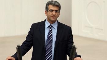 Van Milletvekili Adem Geveri Yüksekova ve Şemdinli'deki elektrik kesintilerini meclise taşıdı.