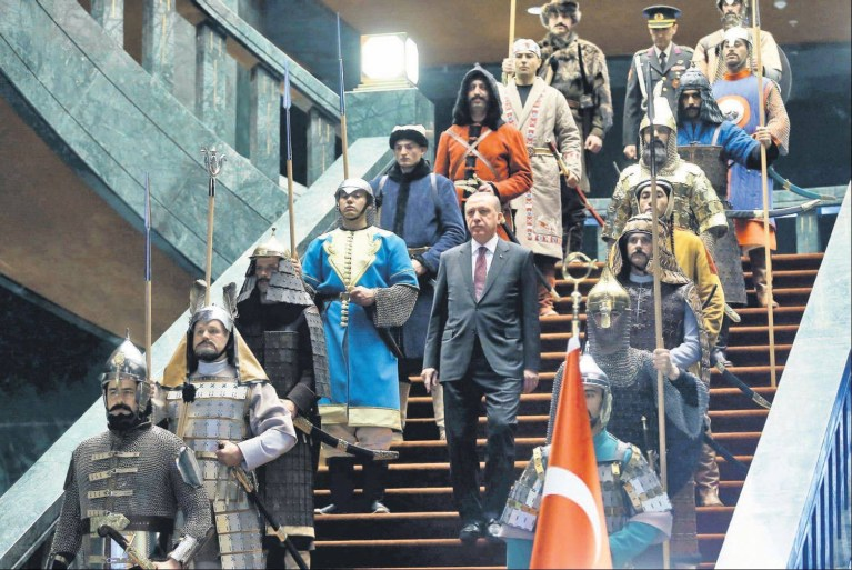Mazhar ÖZSARUHAN YAZDI: TEK ADAM REJİMİ  'OTOKRASİ'