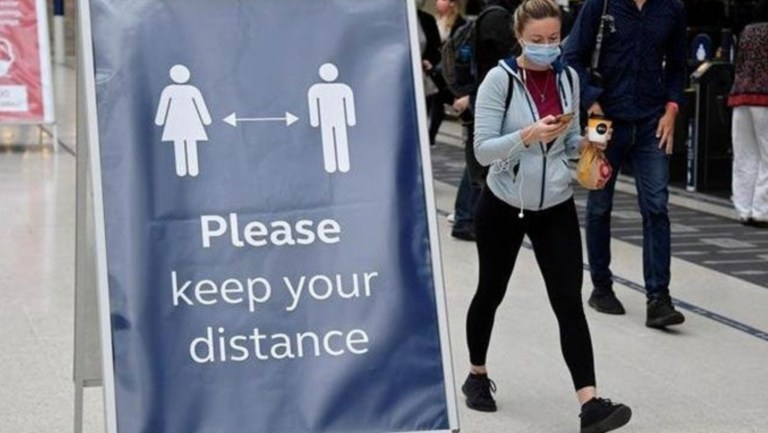 İngiltere'de kısıtlamalar 8 Mart'tan itibaren 4 aşamada kaldırılıyor