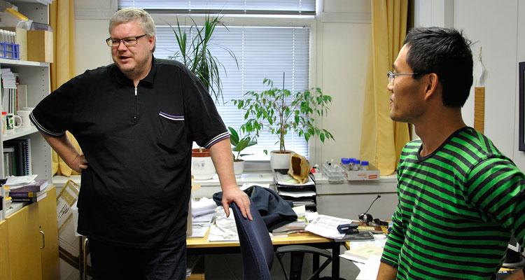 Stefan Willför (t.v.) och Chunlin Xu.