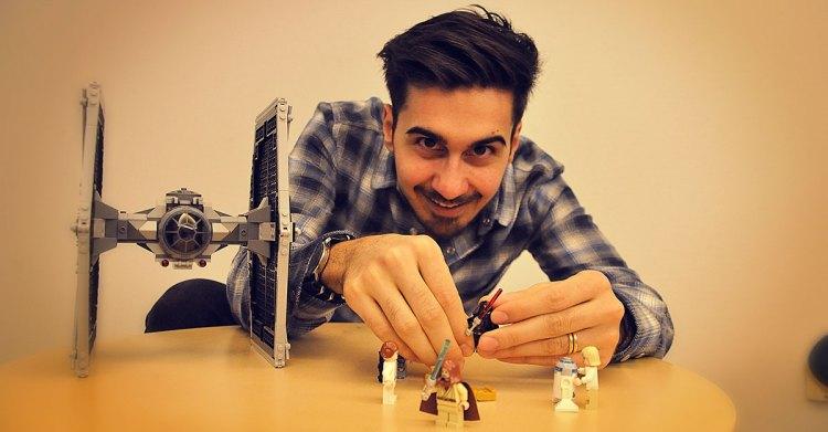 Litteraturvetare Adrian Perera ertappad mitt i leken. Foto: Marcus Prest.