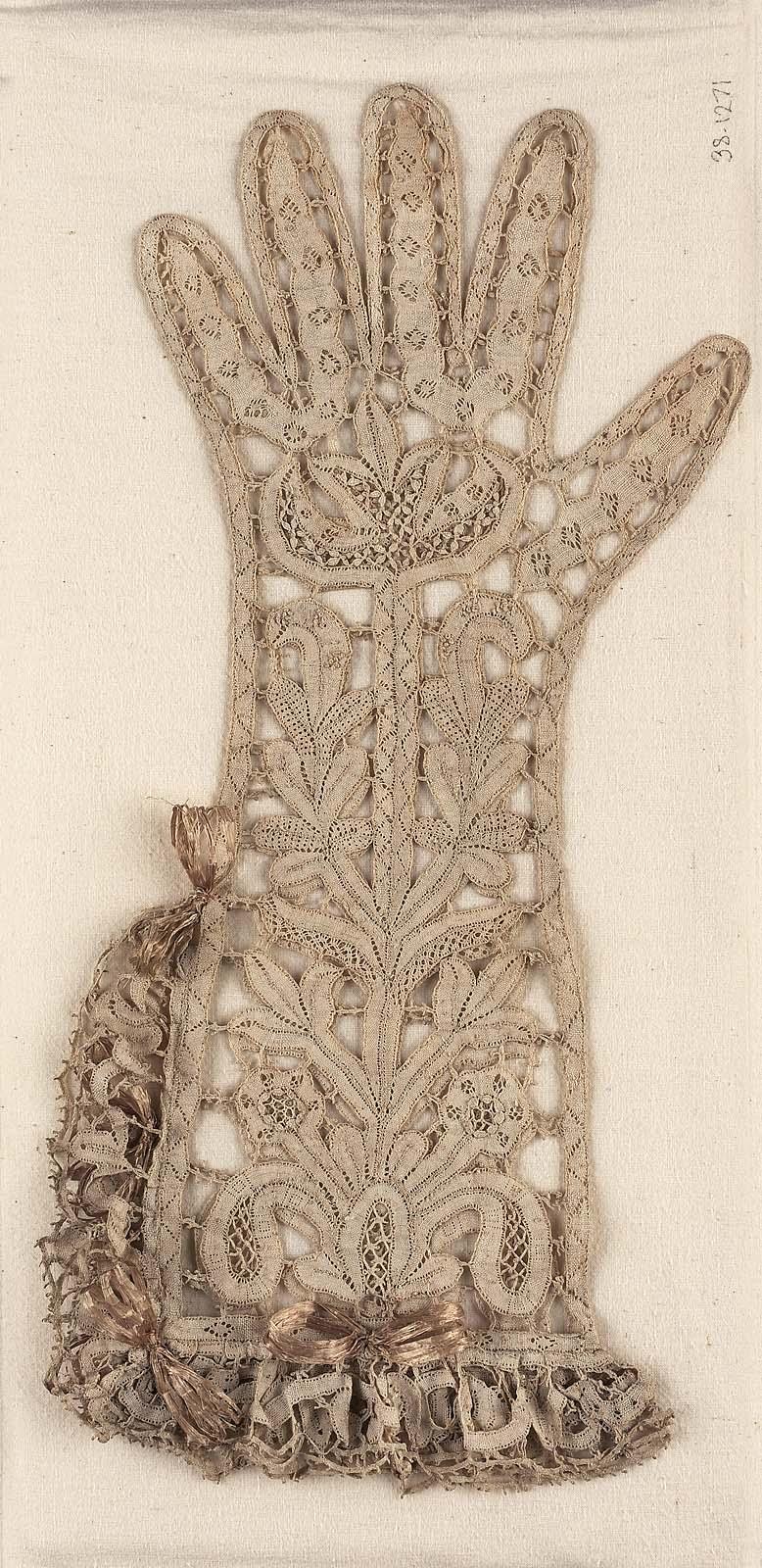 Woman S Bobbin Lace Glove Museum Of Fine Arts Boston