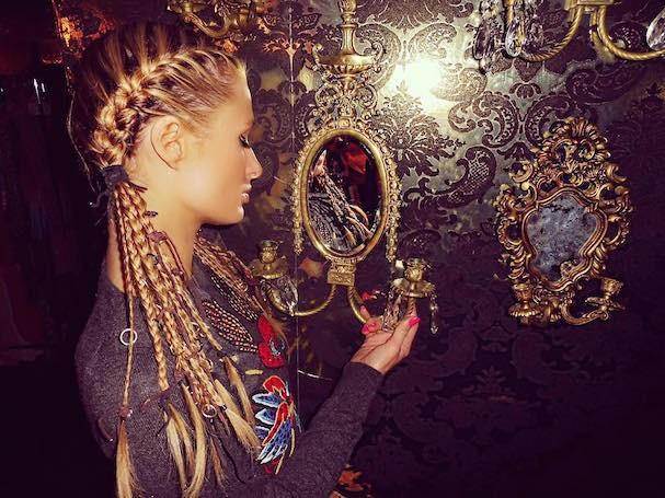 Paris Hilton também apostou em várias trancinhas (Foto: Reprodução/Instagram)