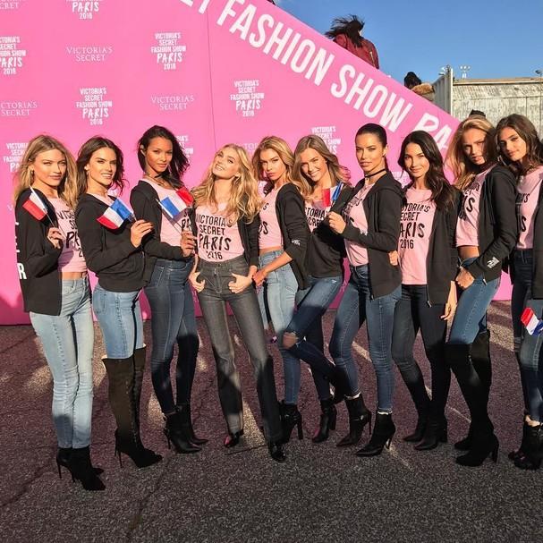 Tops embarcam para Victoria's Secret Fashion Show 2016 (Foto: Reprodução/Instagram)