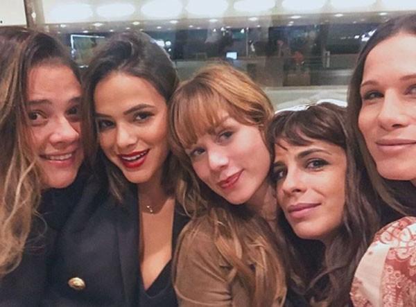 Bruna Marquezine, Mariana Ximenes e Maria Ribeiro entre amigas (Foto: Reprodução/Instagram)