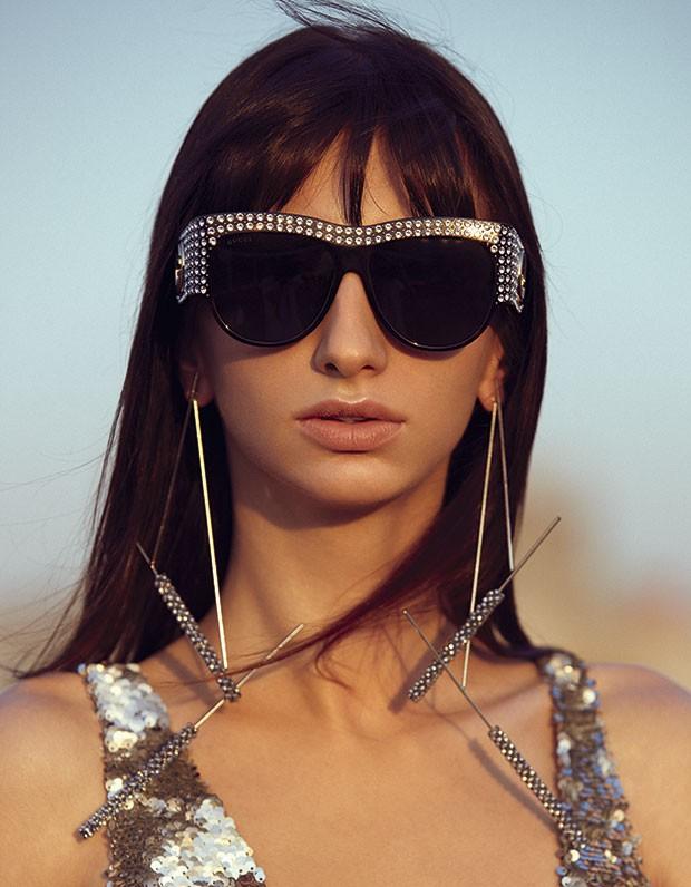 Vestido Iódice, R$ 6.098. Óculos Gucci, R$ 4.830. Brincos Carlos Penna para Apartamento 03, R$ 520 (Foto: Rodrigo Bueno (SD MGMT))