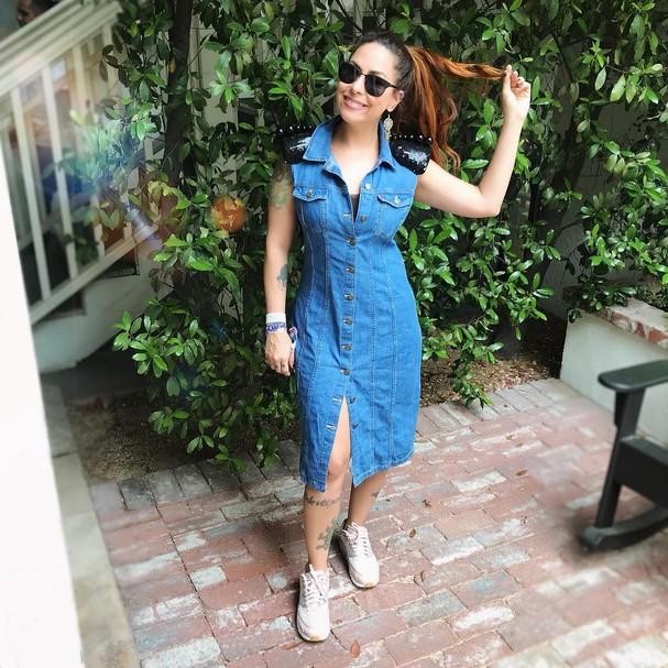 Pitty escolheu um vestido jeans para o Coachella (Foto: Instagram/Reprodução)