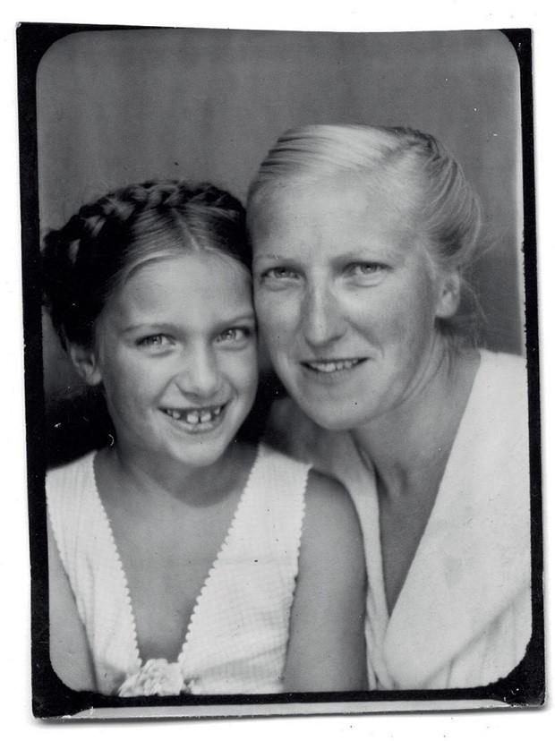 Marie-Thérèse com a filha Maya, em 1941 (Foto: © Succession Picasso/Dacs London, 2018, © The Cecil Beaton Studio Archive At Sotheby's e © Archives Maya Widmaier-Ruiz-Picasso)