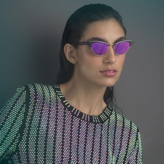 Blusa, R$ 13.880, Gucci; óculos, R$ 2.300, Gucci na GO Eyewear (Foto: Tauana Sofia)