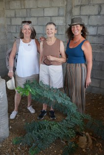 Friends in kitchen Guasacate w-tree