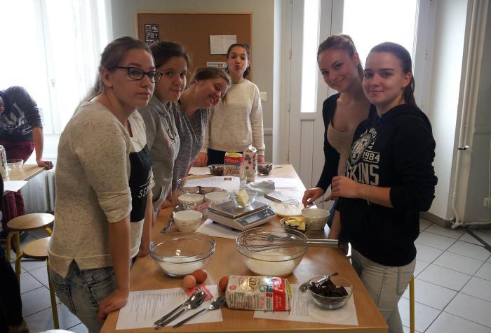 Fabrication de gâteaux pour la fondation MFR