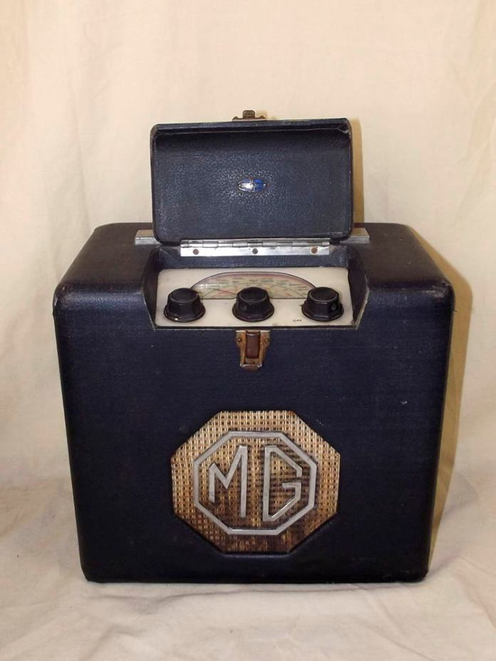 MG 1940's Portable Valve Radio by Roberts Radio