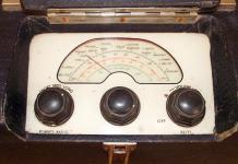 MG 1940's Portable Valve Radio by Roberts Radio dial