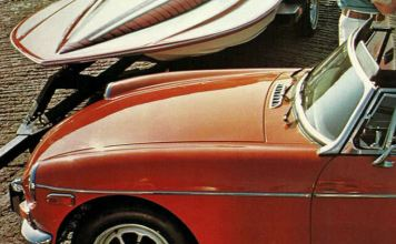 MG MGB Roadster 1972 brochure with boat