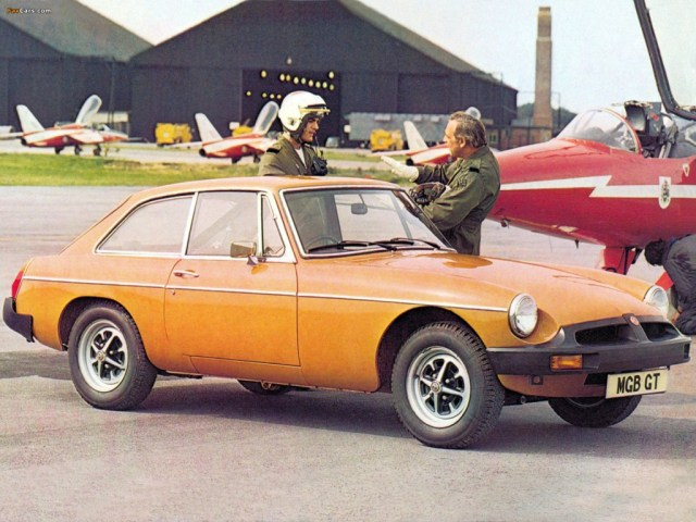 1975 MGB GT with jet pilots