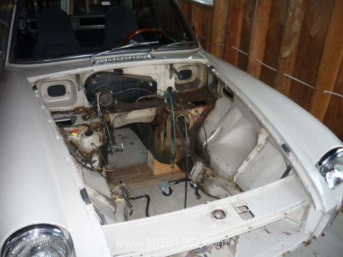 MGB GT engine compartment access
