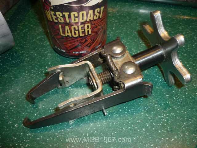 Valve spring compressor with beer