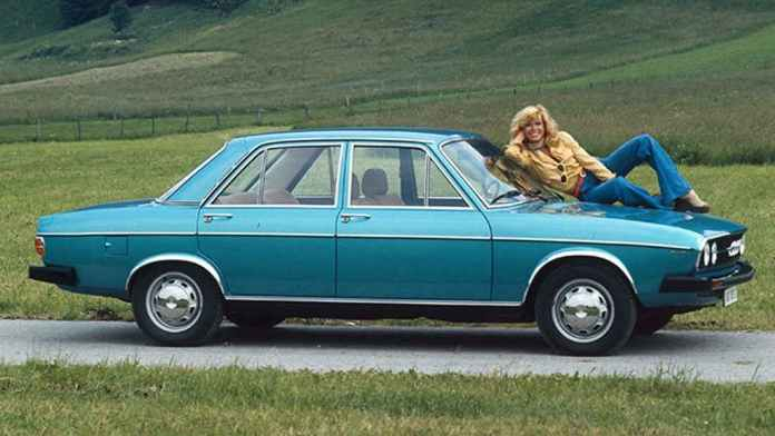 Chick on Audi 100
