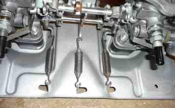 MGB GT carburetor throttle spring location