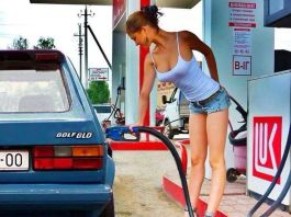 Sexy Oregon girl pumping gas
