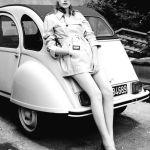 Citroën 2CV vintage girl