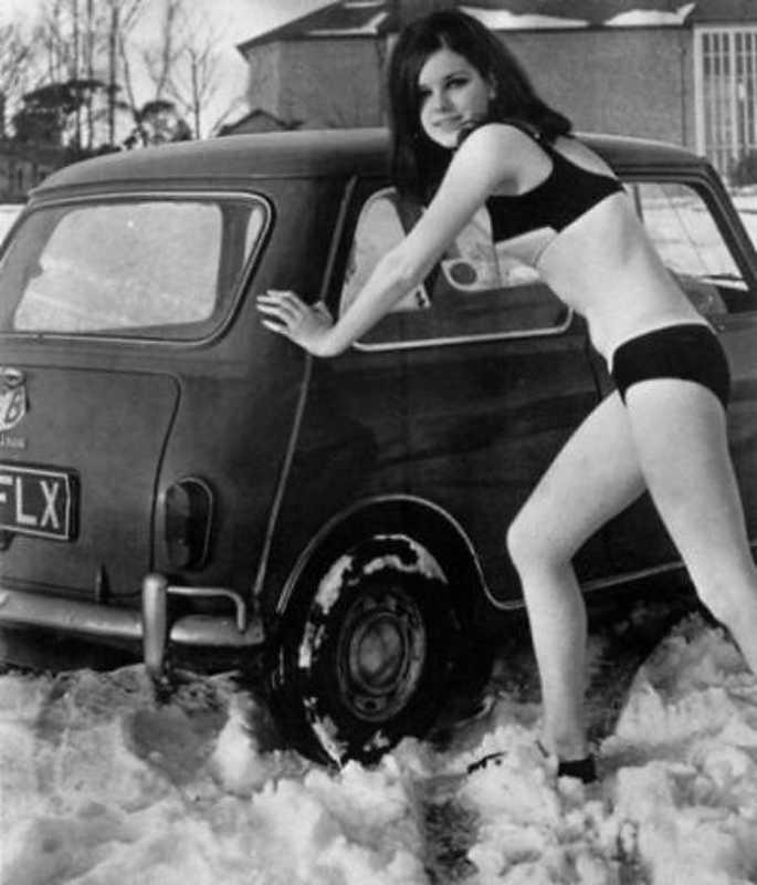 Austin Mini chick in snow